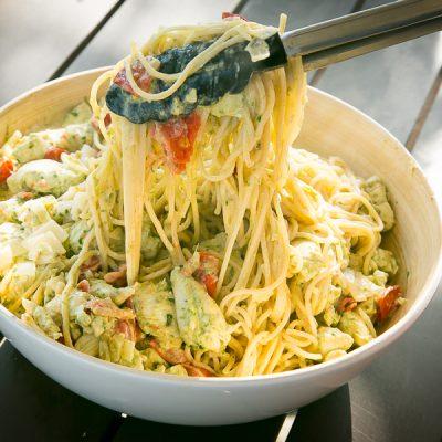 Kochen? Ganz einfach! Zitronen-Hähnchen im Bärlauchrahm auf Pasta Rezept